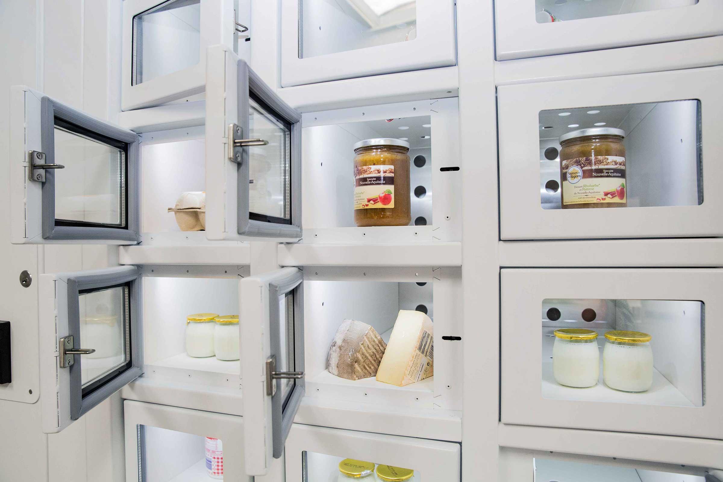 Produits laitiers dans un Casier Français, le distributeur automatique des producteurs indépendants